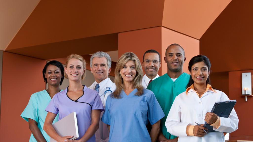 Pessoas representando saúde e bem-estar dos colaboradores